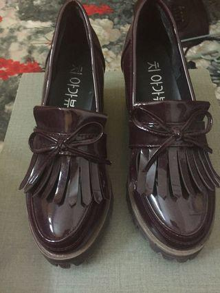 Korean buckle shoes