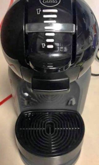 Nescafe 咖啡機半價售,只用過短時間,因為家中有4部咖啡機,9成9新淨,馬鞍山自取