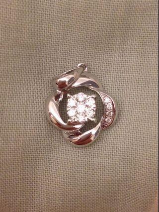 全新18K 19份天然鑽石吊咀石白乾淨 拼鑲半卡枱面 萬福珠寶 送禮佳品 18K Natural diamond Pendant