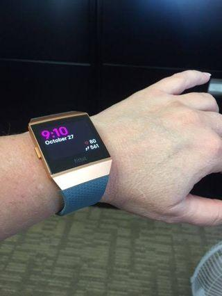 FITBIT IONIC BARELY USED