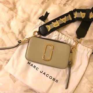🚚 Marc Jacobs 正品灰粉撞色相機包