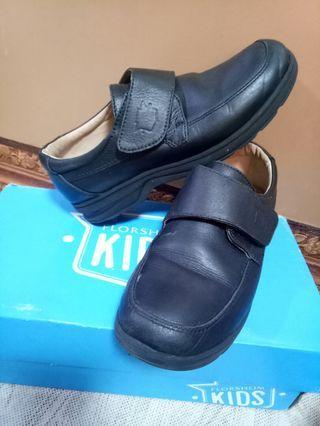Florsheim shoes size 32