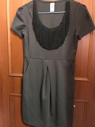 黑灰立體剪裁流蘇洋裝