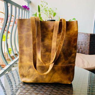 🚚 ♥️ Leather Tote Bag