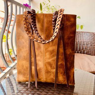 🚚 Large Leather Tote