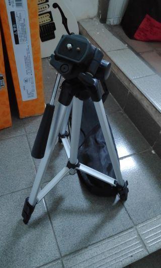 Camera Tripod Extendable foldable portable stand for Canon Nikon Sony Pentax DSLR