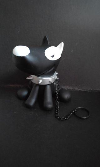 On-dog vinyl figure black white designer puppy on keyring