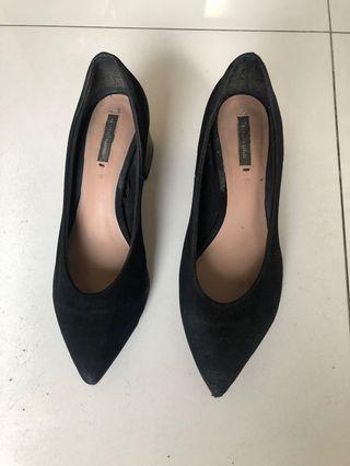 Sepatu high heels bahan suede