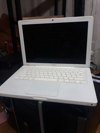 🚚 Macbook white plastic