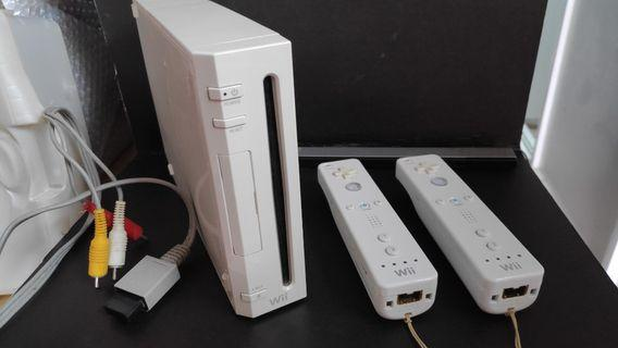 Nintendo Wii full set with 4 games 2 controllers nunchuks av cable ac adapter and converter switch