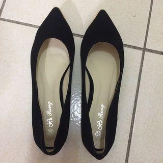 黑色金邊平底鞋