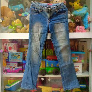 Celana jeans Free & Free