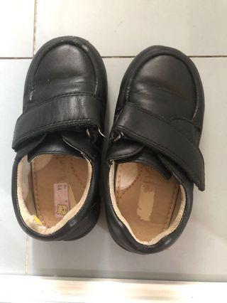 Parallel black shoes (size 27)