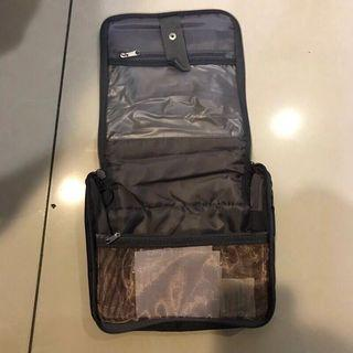 american tourister盥洗包,全新便宜賣500元