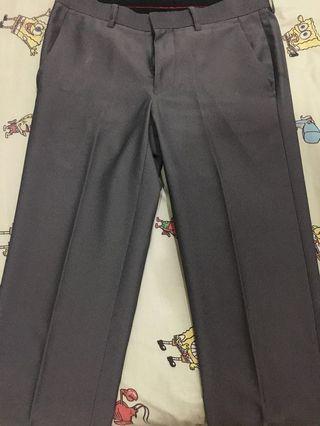 Celana bahan kerja formal atau kondangan