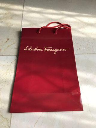 Paperbag bekas Salvatore Ferragamo uk 18x28