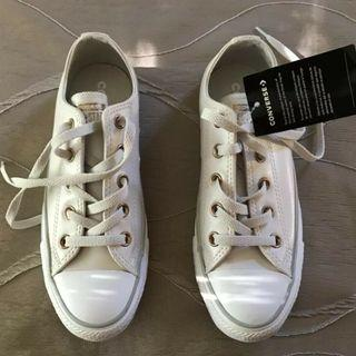 CONVERSE. All star. Synthetic  Leather, cream colour. Size US6 - UK4 - BRAND NEW