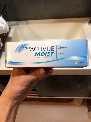 One Day Acuvue Moist Contact Lenses