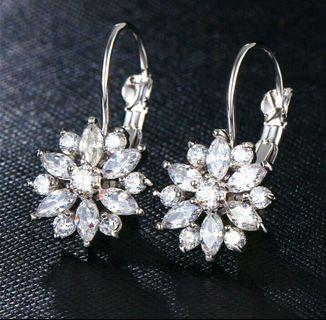 🚚 925 Silver Elegant Flower Crystal Hoop Earrings