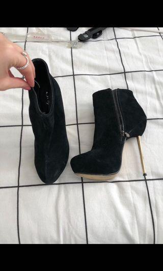 Escapade heel boots