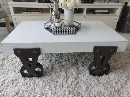 🚚 White Coffee Table (Industrial / Shabby Chic)