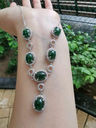 浓绿银镶A货翡翠晚装项链