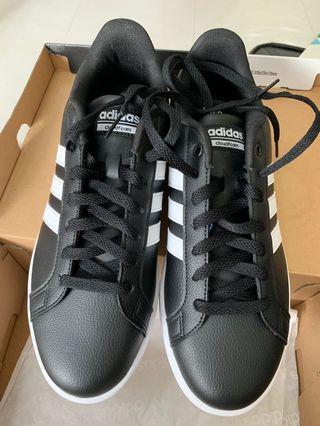 全新 黑色 Adidas 鞋