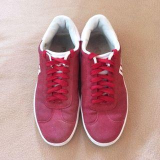 Tru Red Sneakers
