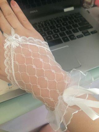 <free> pre wedding white lace gloves