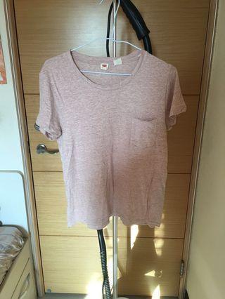 🚚 Levi's t-shirt