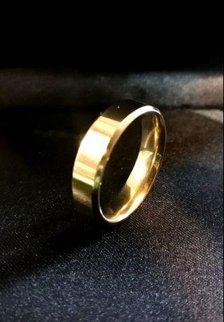 Basic gold ring
