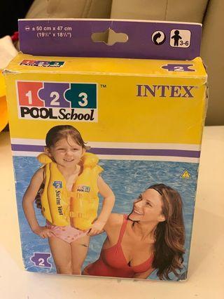 INTEX游泳衣(只用過一次)