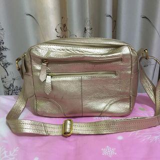 Tas kulit gold selempang