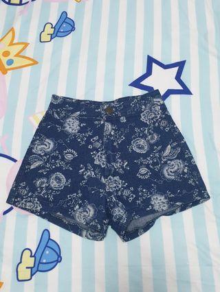 🚚 Floral Denim Shorts