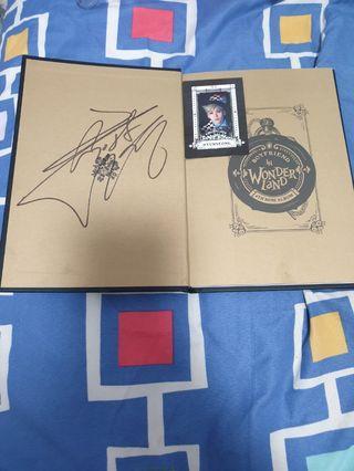 """🚚 Sign Boyfriend Mwave 4th Mini Album """"Boyfriend in Wonderland"""""""