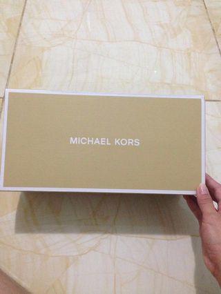 BOX SEPATU MICHAEL KORS
