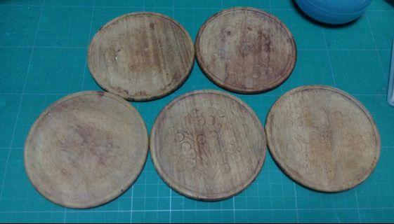 🚚 49.早期木頭手雕杯墊×5