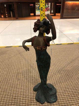 Brass Dancer with arms raised (女舞者铜像)