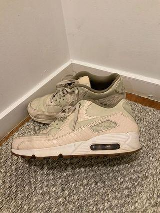 Women's size 8 Nike Air Max