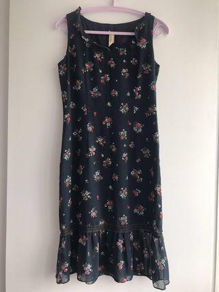 Wanko 深藍色底紅白碎花斯文裙長身裙連身裙 Dark Blue Dress with Red and White Flowers