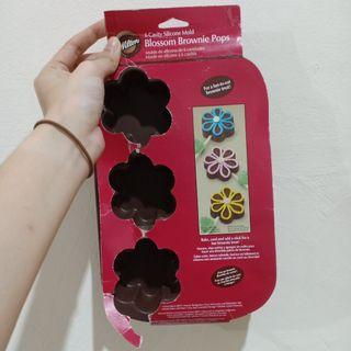Wilton 6 cavity silicone mold blossom brownie pops
