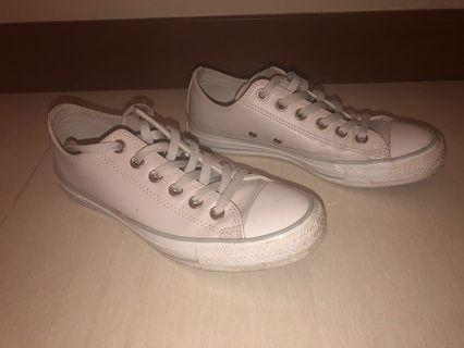 🚚 Womens converse Trainers