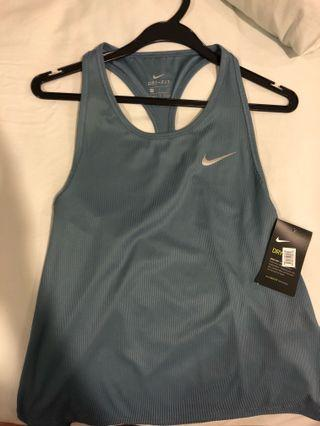 🚚 Women's Nike Dri-Fit Top