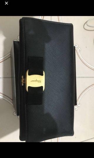 🚚 authentic ferragamo wallet