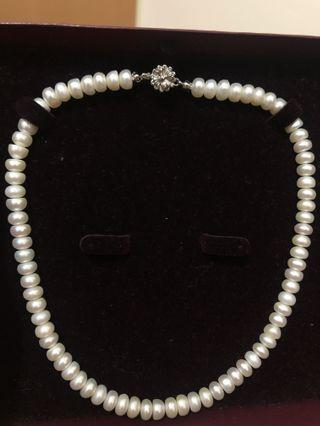 Pearl necklace 珍珠項鍊