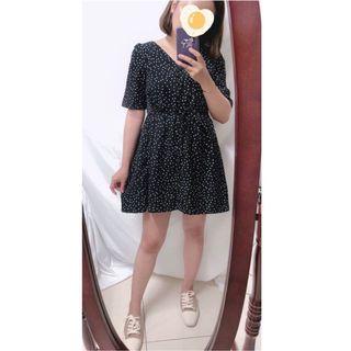 夏天要穿洋裝出去花海阿!Lovfee 後方領厚雪紡點點綁帶洋裝