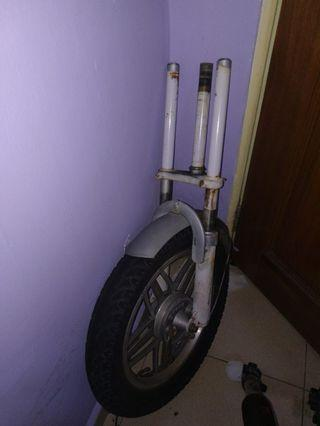 Ebike fork with tyre and tube