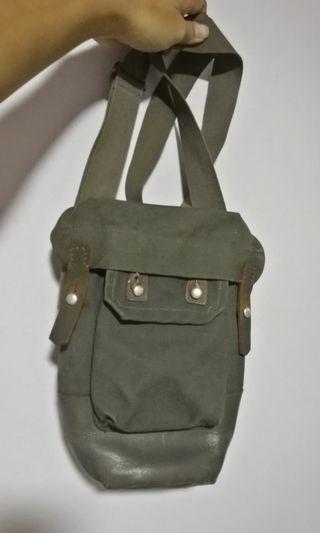 🚚 Military sling bag