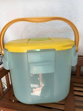 Water Dispenser H2O Tupperware Container Flask Yellow Blue