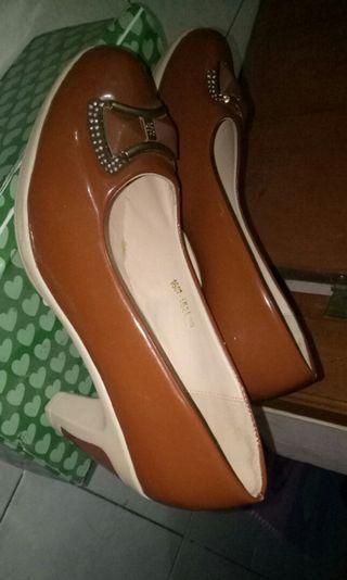 Sepatu baru beli blm kepakai sama sekali